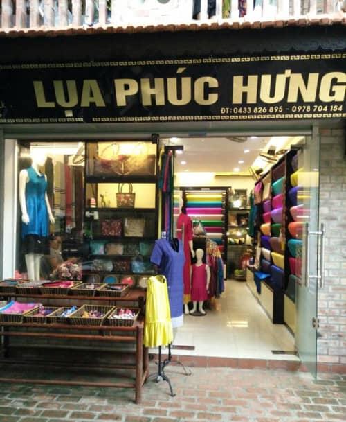Cơ sở sản xuất lụa Phúc Hưng do ông Phạm Khắc Hà làm chủ.
