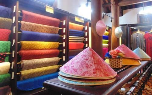Những sản phẩm lụa chất lượng cao của làng Vạn Phúc.