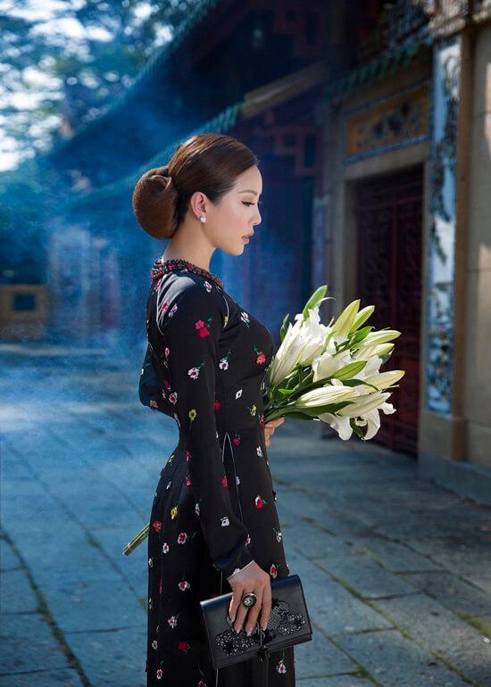 Hoa hậu Thu Hoài diện áo dài in hoa của Công Trí - Hình ảnh 2