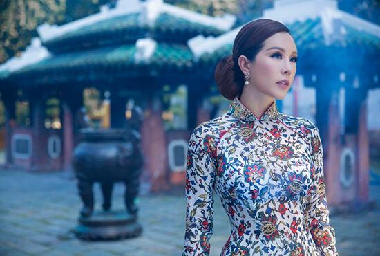 Hoa hậu Thu Hoài diện áo dài in hoa của Công Trí - Hình ảnh 5