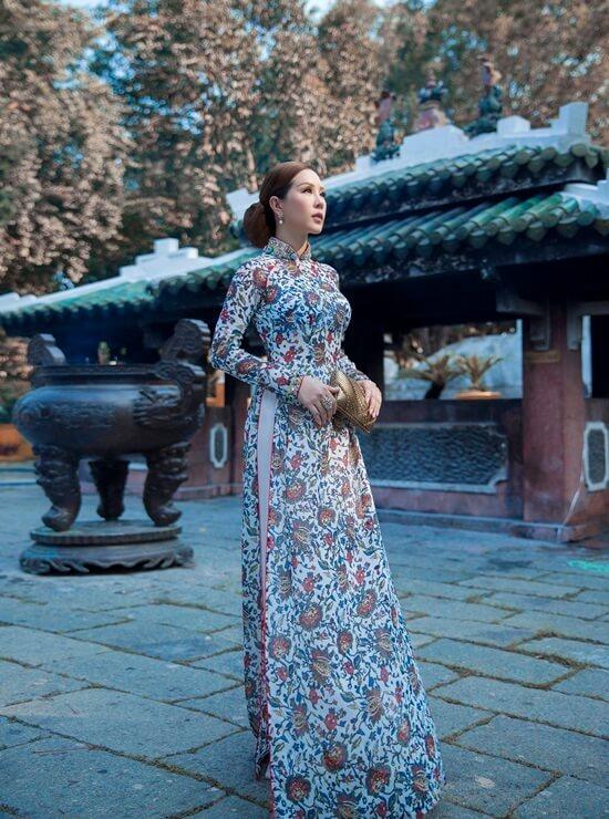 Hoa hậu Thu Hoài diện áo dài in hoa của Công Trí - Hình ảnh 6