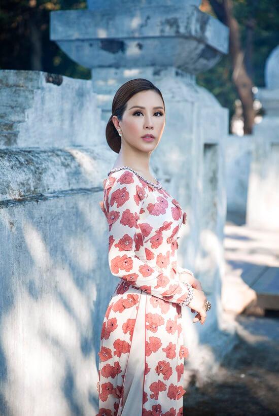 Hoa hậu Thu Hoài diện áo dài in hoa của Công Trí - Hình ảnh 7