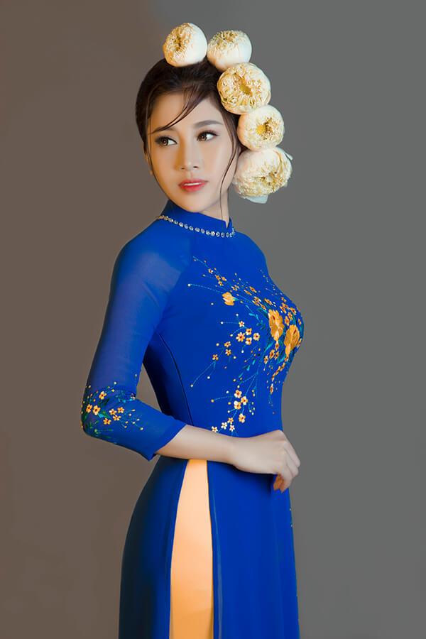 Tố My duyên dáng cùng áo dài thêu hoa - Hình ảnh 6