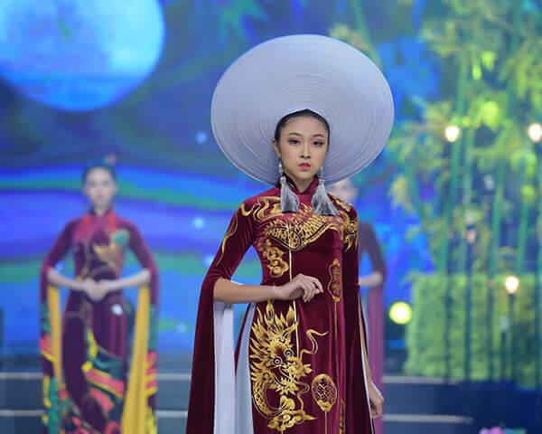 Người mẫu teen Bảo Nguyên mở màn bộ sưu tập áo dài Vũ điệu Đông Hồ - Hình ảnh 1