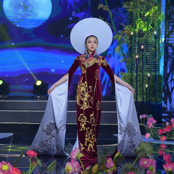 Người mẫu teen Bảo Nguyên mở màn bộ sưu tập áo dài Vũ điệu Đông Hồ - Hình ảnh 2