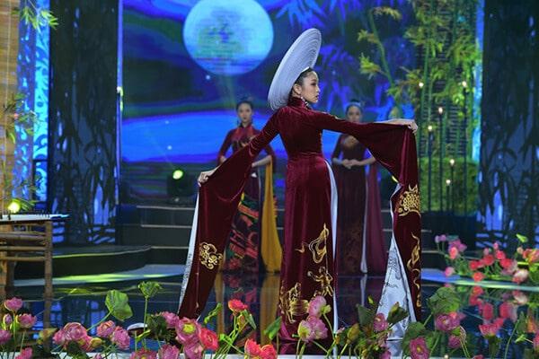 Người mẫu teen Bảo Nguyên mở màn bộ sưu tập áo dài Vũ điệu Đông Hồ - Hình ảnh 3