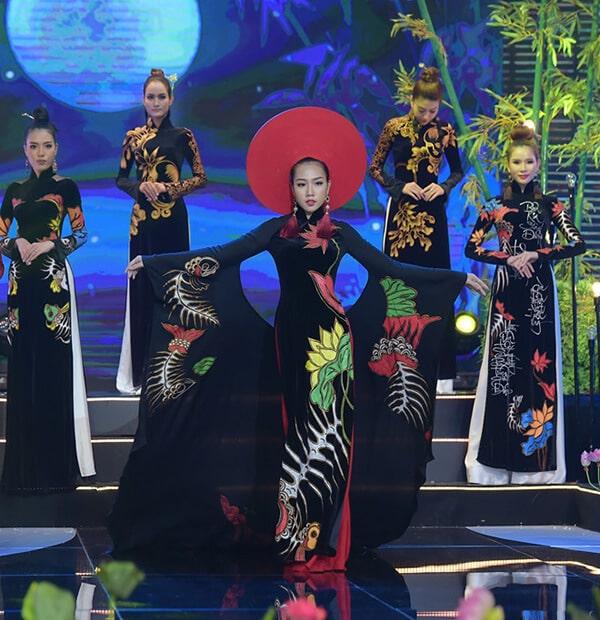 Người mẫu teen Bảo Nguyên mở màn bộ sưu tập áo dài Vũ điệu Đông Hồ - Hình ảnh 4