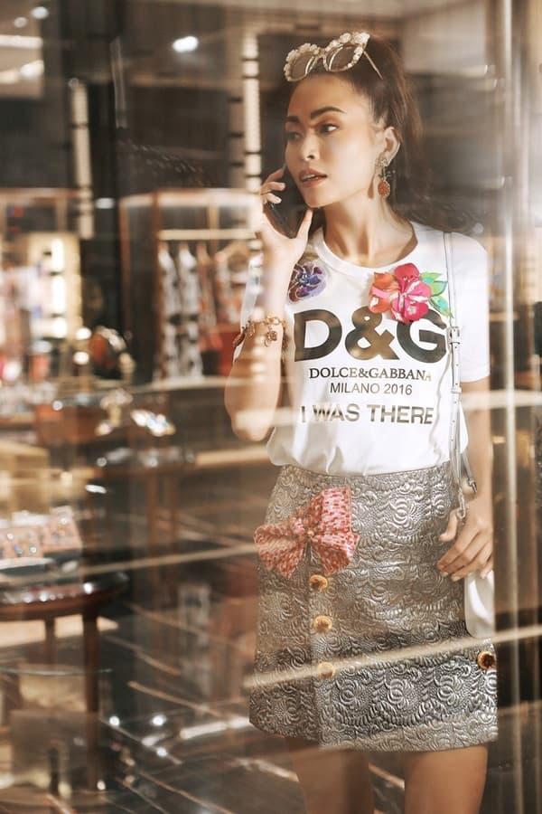 Các mẫu áo thun in logo khiến sao Việt phát cuồng suốt năm 2017 - Hình ảnh 15