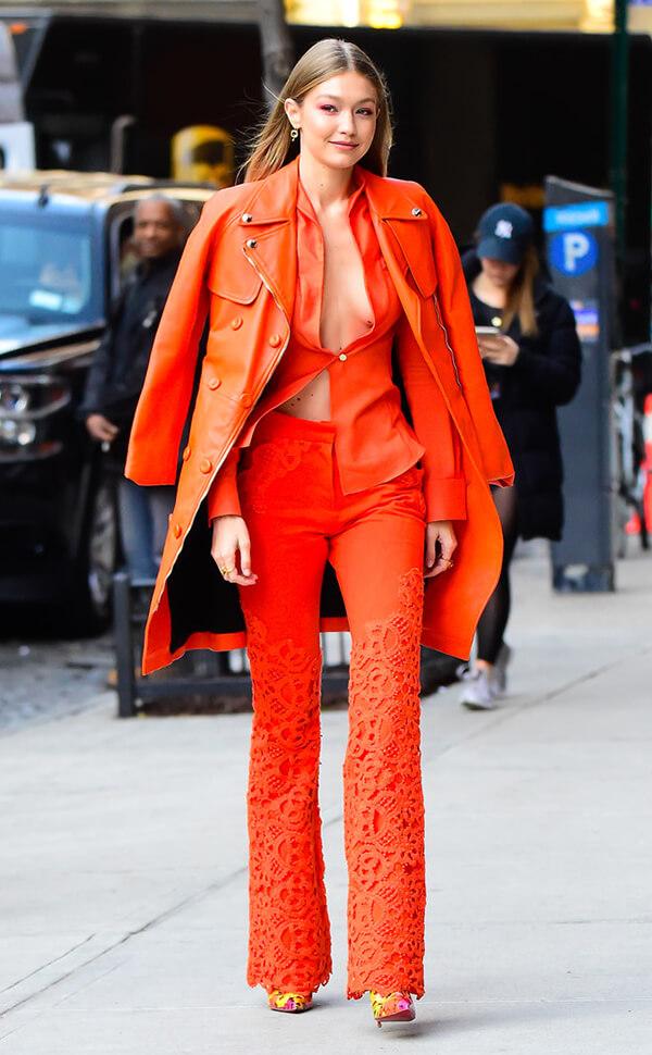 Gigi Hadid là người đẹp khởi đầu trào lưu với bộ vest khoe vòng một ấn tượng trên phố