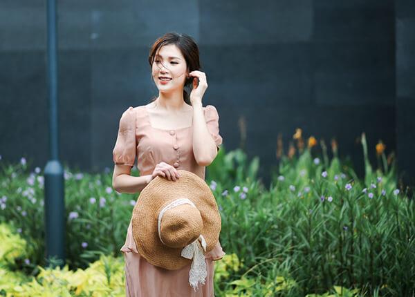 Mrs Áo Dài 2018 Phí Thị Thùy Linh dịu dàng với đầm in họa tiết hoa - Hình ảnh 7