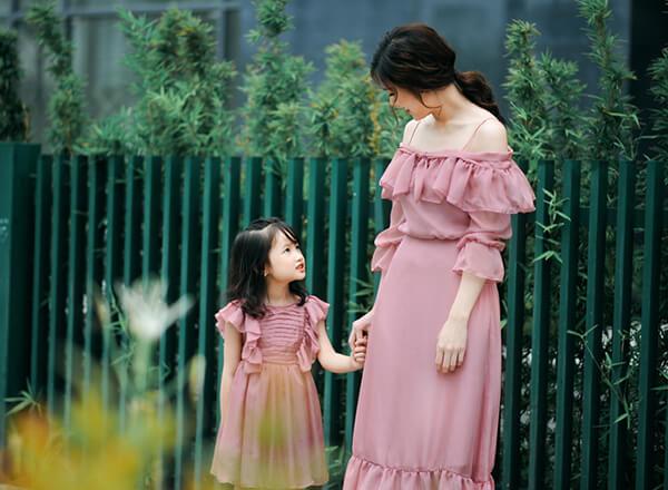 Mrs Áo Dài 2018 Phí Thị Thùy Linh dịu dàng với đầm in họa tiết hoa - Hình ảnh 8