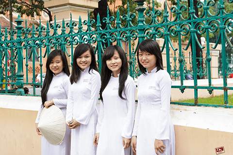 Nữ sinh Việt Nam với tà áo dài truyền thống. Ảnh: Hoàng Duy Khang.