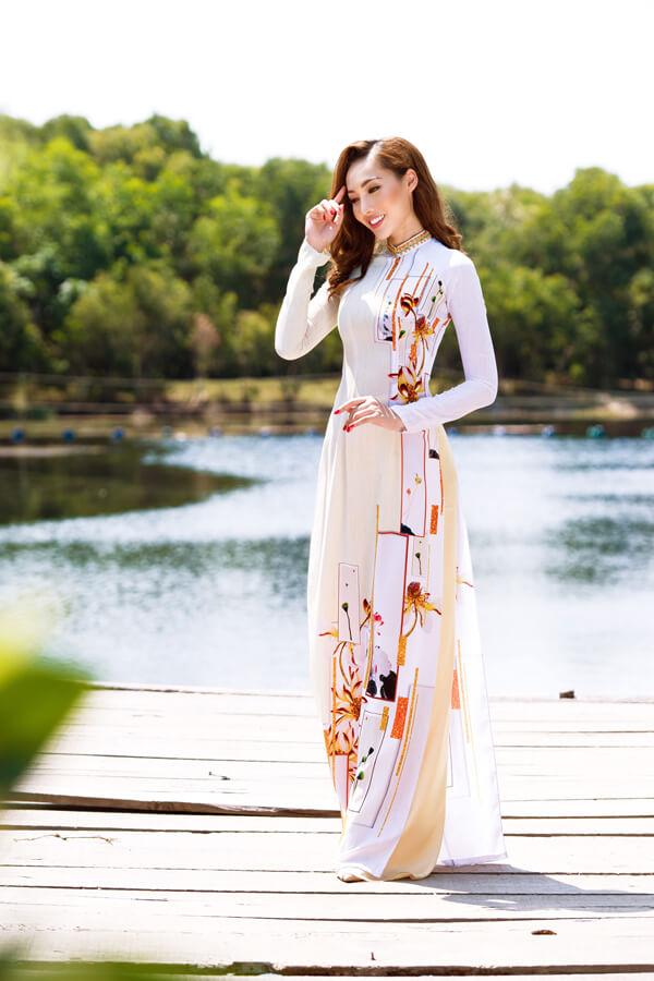 Khả Trang cùng dàn mẫu diện áo dài tôn vinh vẻ đẹp phụ nữ Việt - Hình ảnh 6