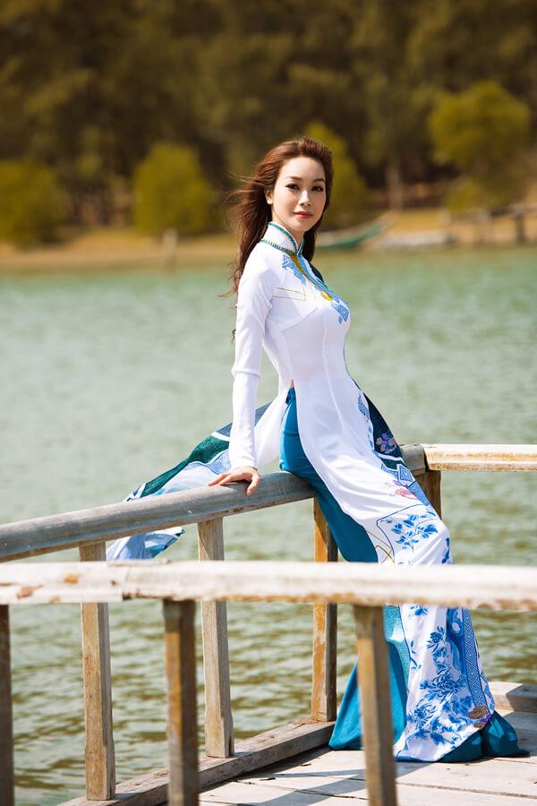Khả Trang cùng dàn mẫu diện áo dài tôn vinh vẻ đẹp phụ nữ Việt - Hình ảnh 9