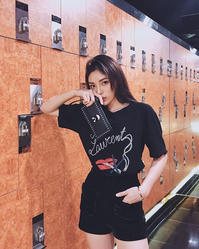 Hoa hậu Kỳ Duyên mix đồ sành điệu với áo thun - Hình ảnh 3