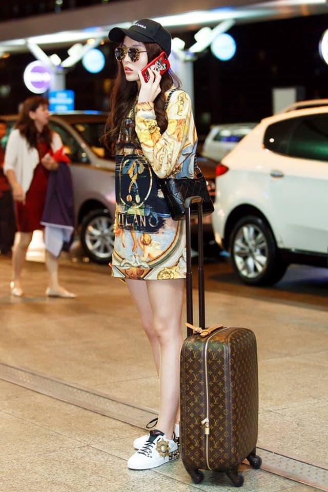 Hoa hậu Kỳ Duyên mix đồ sành điệu với áo thun - Hình ảnh 4