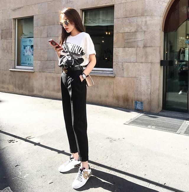 Hoa hậu Kỳ Duyên mix đồ sành điệu với áo thun - Hình ảnh 5