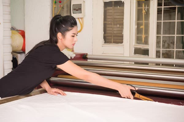 Ngọc Hân chuẩn bị cho đêm trình diễn áo dài tại trụ sở UNESCO - Hình ảnh 7