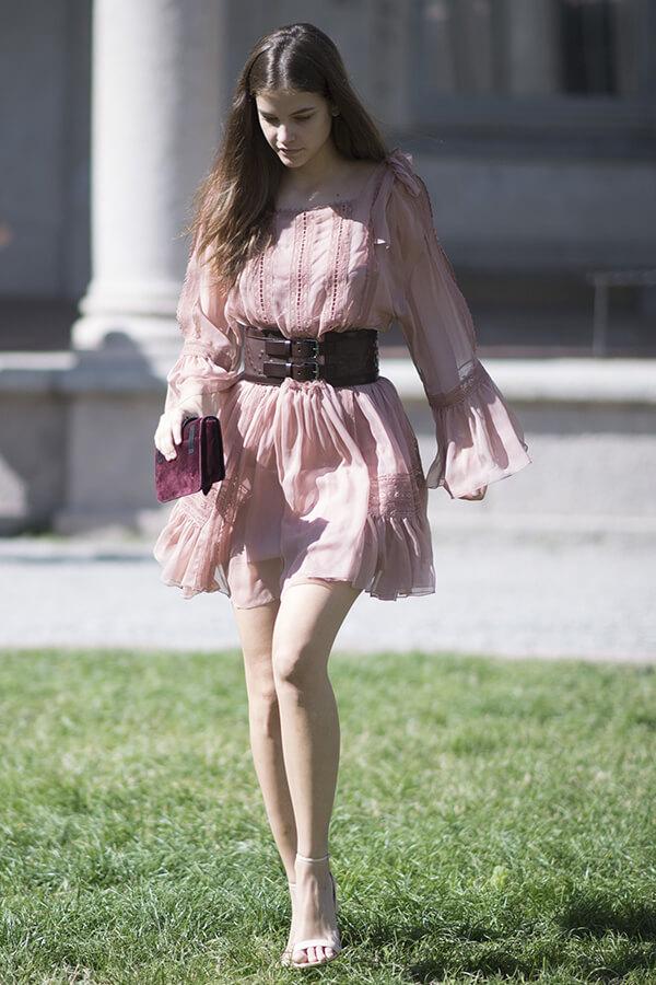 Phong cách thời trang đẹp hút hồn của Barbara Palvin - Ảnh 10