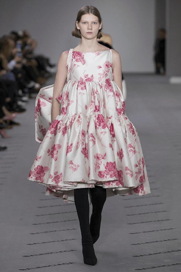 Diện trang phục in hoa xuống phố như dàn tín đồ thời trang Việt - Hình ảnh 10