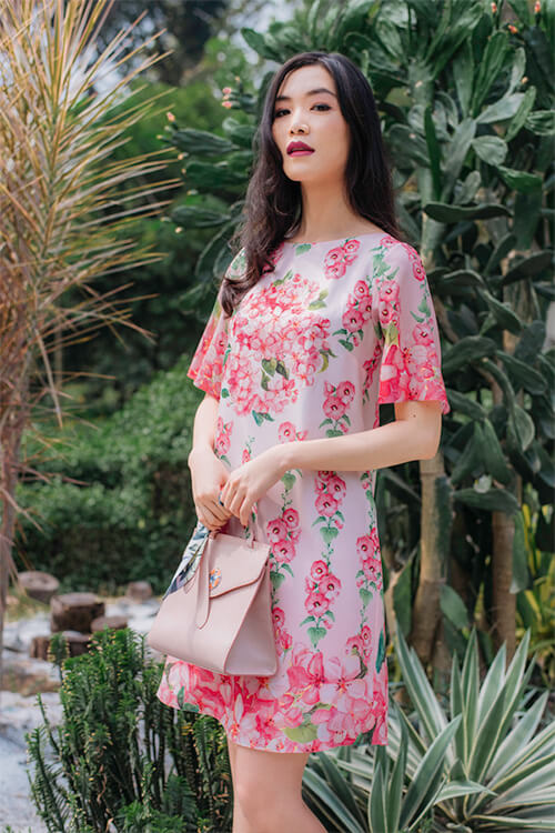 Hoa hậu Thùy Dung đẹp dịu dàng với váy in hoa - Hình ảnh 1