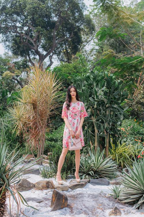 Hoa hậu Thùy Dung đẹp dịu dàng với váy in hoa - Hình ảnh 2