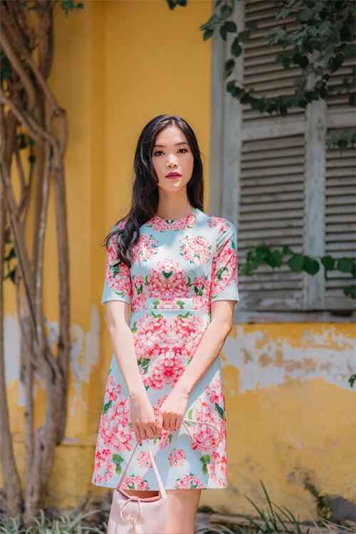 Hoa hậu Thùy Dung đẹp dịu dàng với váy in hoa - Hình ảnh 7