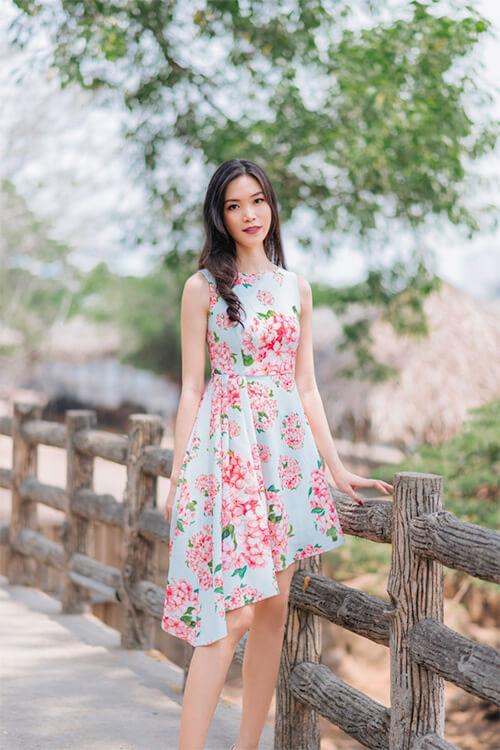 Hoa hậu Thùy Dung đẹp dịu dàng với váy in hoa - Hình ảnh 8