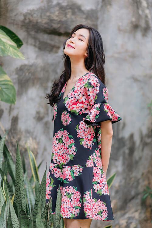 Hoa hậu Thùy Dung đẹp dịu dàng với váy in hoa - Hình ảnh 10