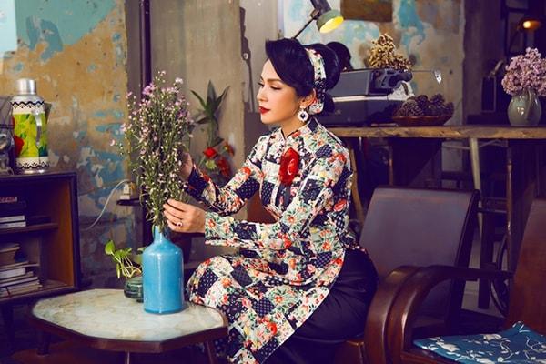 Việt Trinh tạo dáng với áo dài xưa - Hình ảnh 7