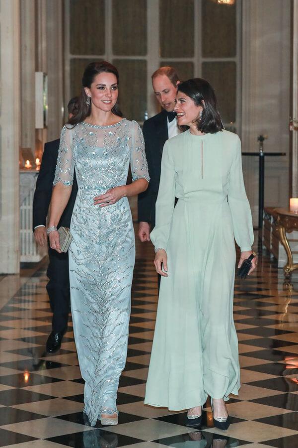 Công nương xứ Cambridge tham dự tiệc tối ở Đại sứ quán Anh ở Paris trong thiết kế đầm thêu đính của Jenny Packham