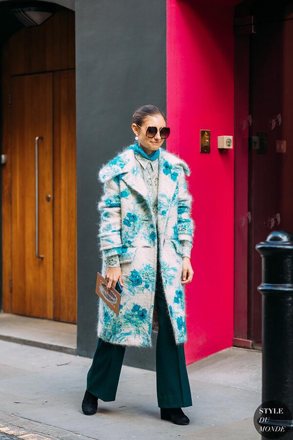 Trang phục mùa Đông thêm phần thú vị với áo khoác họa tiết xanh lơ