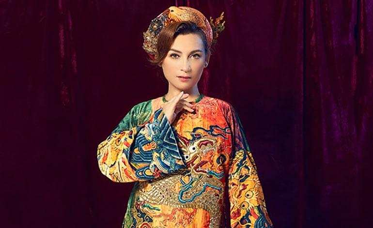 Phi Nhung sang trọng và quyền lực với áo dài phong cách hoàng tộc