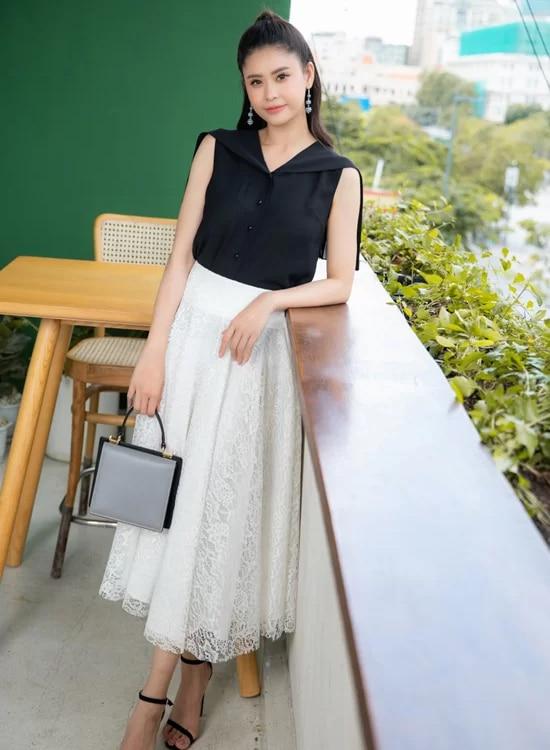 Gợi ý chọn đồ khoe chân thon từ Trương Quỳnh Anh