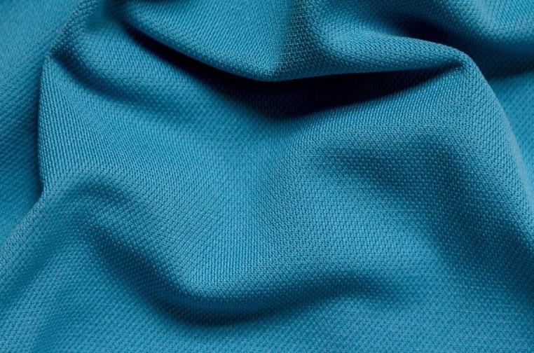 Chất liệu vải Polyester có độ bền và khả năng chịu hóa chất tốt