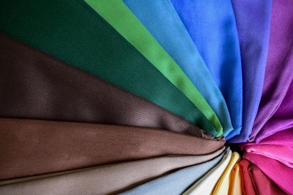 Chất liệu vải cotton khi đốt thường lâu tàn và không có mùi khét, không bị quéo