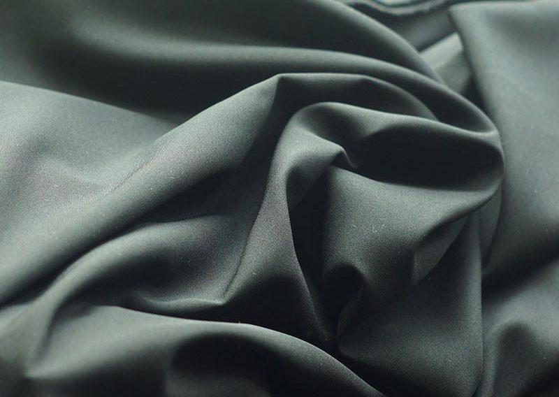 Giá thành trung bình của mỗi mét vải may Habutai tại chợ Ninh Hiệp dao động từ 90.000 đến 150.000 đồng/m