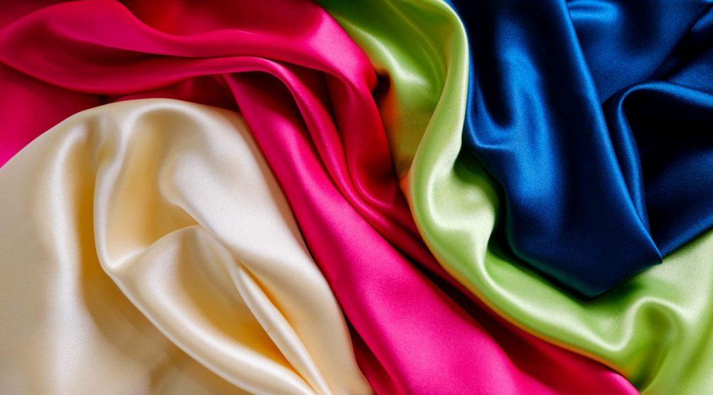 Chất liệu vải tơ tằm lụa được xem là 1 trong số các loại vải xuất phát từ sợi tự nhiên nên có độ bền bỉ nhất