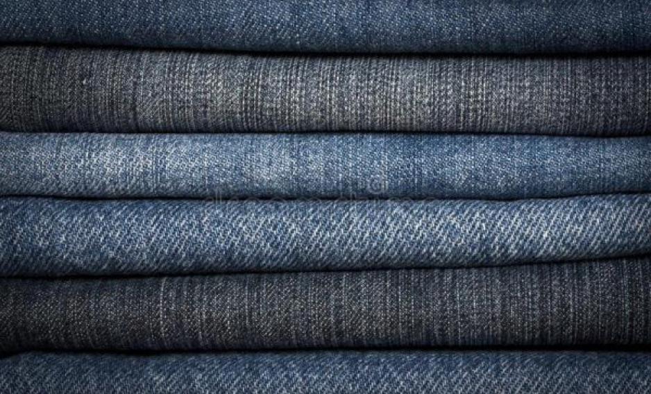 Vải Denim là loại vải dệt đôi, bề mặt thô và được dệt từ 1 sợi màu trắng và 1 sợi màu